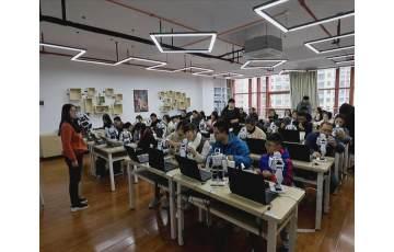 我市近百名教师参加人工智能教学研修班