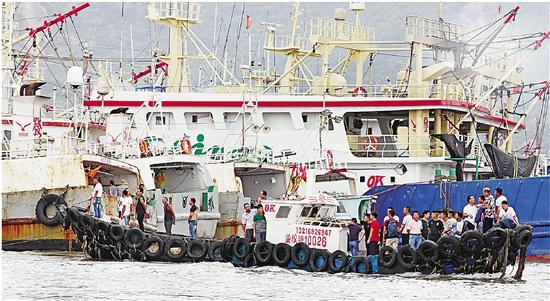 """台风""""摩羯""""12日夜登陆温岭沿海 全省转移20万余群众"""