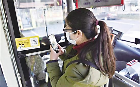 我区公交启用实名制乘坐!乘客出行信息可查询可追溯