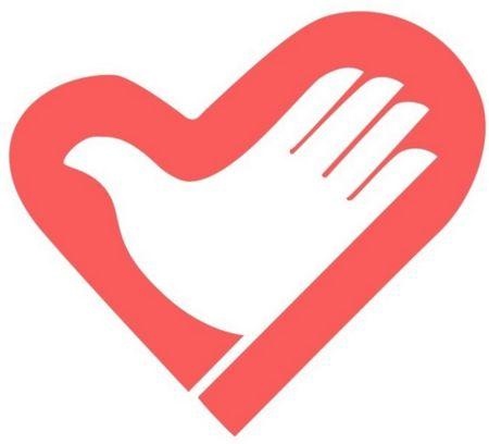志愿者向贫困家庭和留守儿童传递关爱