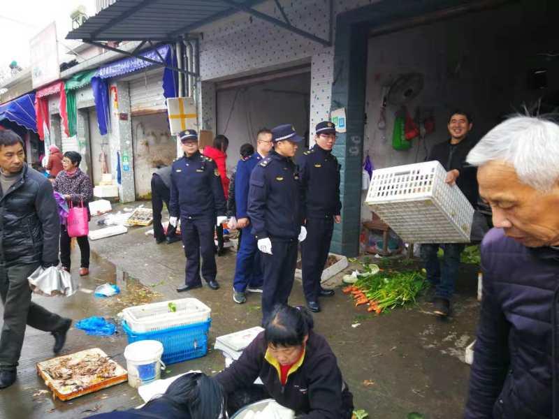 市综合行政执法局加强流动活禽交易管控