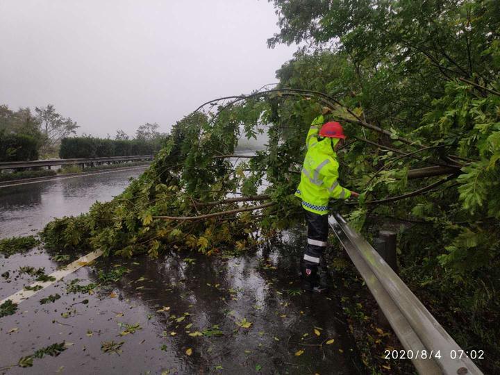 受台风影响   省内多条高速公路收费站关闭