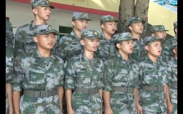"""万里访兵记:新兵们 """"娘家人""""来看你们了!"""