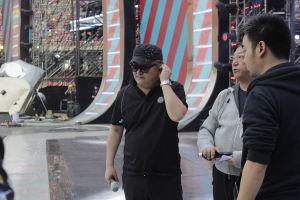 20:30《中国新歌声》总决赛 周杰伦放言要把所有导师都灌醉