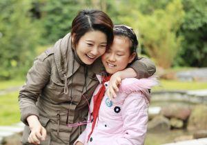 """《同一堂课》徐帆当老师送""""爱的抱抱"""" 《背影》勾起与父亲难忘往事"""