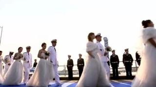 """东海舰队举行""""大海作证 军舰为媒""""集体婚礼"""