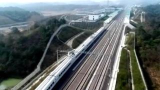 九景衢铁路首次载人试运行