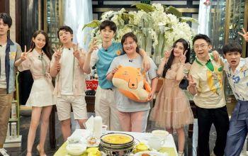 《青春环游记2》收视破二蝉联第一爆笑升级 春游家族成现象级综艺团体