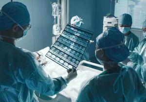 《在一起》让生命出现拐点,是医生的职责。他们是医生也是战士