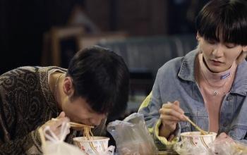 李荣浩导师带学员们吃热干面啦~