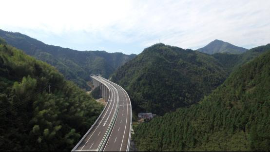 (官网)杭新景高速公路(衢州段)工程顺利通过竣工质量鉴定801.png