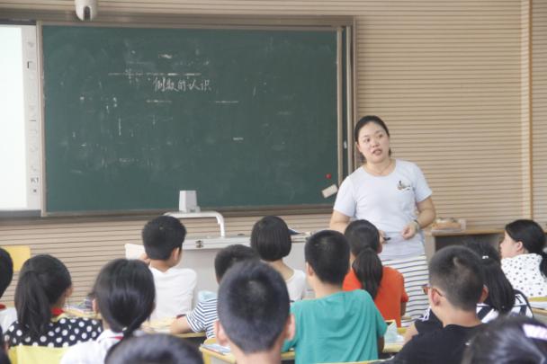 衙前镇作文优质课进行在衙前农村小学校评比_v作文家风小学生数学图片