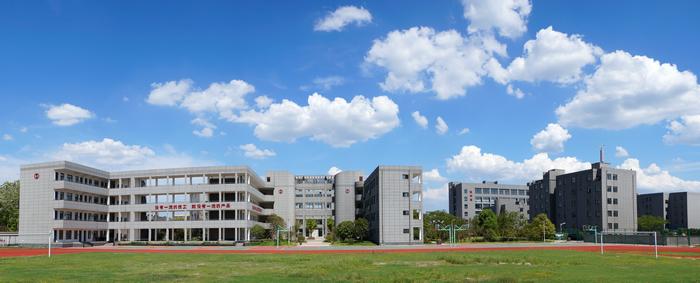 经过38年发展建设,如今的杭州萧山技师学院已经形成了先进制造系、智能控制系、现代服务系、基础部四个二级教学系部,拥有中英、中德国际合作班,学院凭借先进的办学理念、优化的专业设置、雄厚的师资力量、优质的生源素质、一流的实训设施、优良的师风学风、紧密的校企合作、显著的办学成果,先后被授予国家级产教融合基地、国家级高技能人才培训基地、浙江省高技能人才公共实训基地、浙江省数控技术示范实训基地、浙江省机器人应用示范实训基地。目前,该校已为萧山的工业和商业企业培养了10余万名实用型技能人才,成为萧山区技能人才培养的
