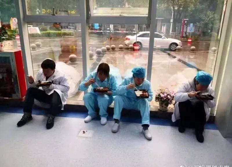 在武汉战报疫情防控关键时刻61张图张张让人想哭