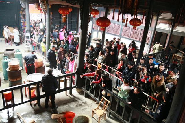 东山村第十一届年糕节人气旺