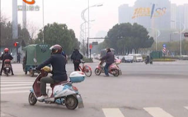 市民騎電動車佩戴頭盔仍不夠自覺 以后查到罰款五十元