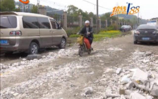 報道反饋:風情大道與湘西路交叉口西側小路上的水坑已修復